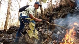 <!--:IN-->Kebakaran Hutan Lereng Utara Ciremai Meluas<!--:-->