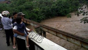 Kali Ciliwung Siaga Satu, Jakarta Dikepung Banjir