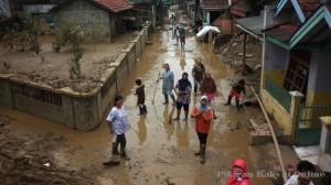 Warga Perumahan di Jatiasih Perlu Bantuan Bersihkan Endapan Lumpur