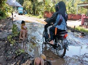 Jalan Cijulang Rusak Parah-Perwakilan Warga Datangi Pemda dan DPRD