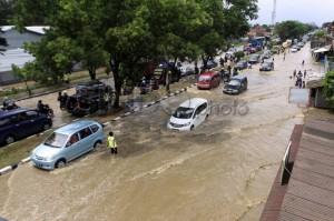 Banjir Rancaekek,  Jalur Bandung-Garut Lumpuh