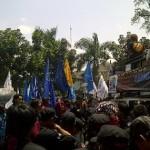 Seribuan Buruh Duduki PTUN Jabar Jelang Putusan Gugatan Soal UMK
