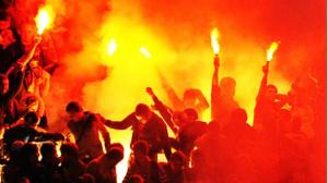 Persib Bandung Memburu Oknum Suporter Berbaju Hitam