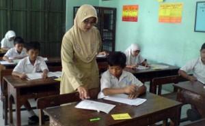 Hari Guru Nasional:  Profesionalisme dan Kesejahteraan Guru Jauh dari Harapan