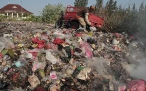Anggaran Besar, Sampah Bertebar